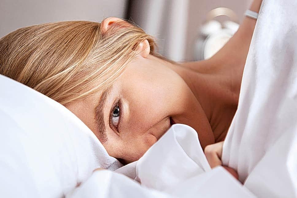 Ingin Wajah Cerah ketika Bangun Tidur? Lakukan kebiasaan ini !